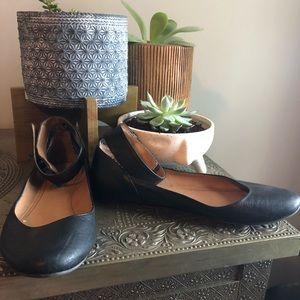 Steve Madden black ankle-strap flats